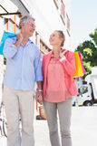 Happy senior couple shopping in the city Royalty Free Stock Images