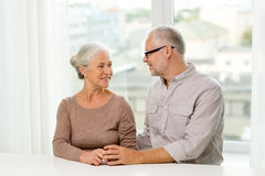 Happy senior couple sitting on sofa at home Royalty Free Stock Photos