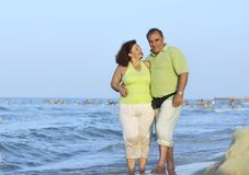 Happy seniors couple  on beach Royalty Free Stock Photos