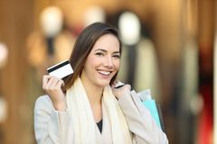 Shopper shopping and showing credit card Royalty Free Stock Photography