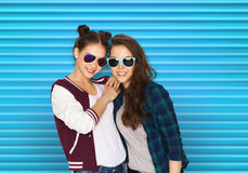 Happy smiling pretty teenage girls in sunglasses Stock Photography