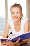Happy and smiling teenage girl with big notepad Royalty Free Stock Photos