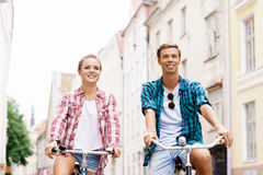 Happy traveling couple riding on bicycles. Royalty Free Stock Photos