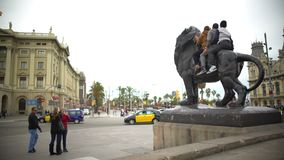Happy travellers sitting on bronze lion sculpture, posing for funny selfie. Stock footage stock footage