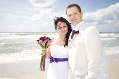 Happy wedding couple high key seashore Royalty Free Stock Photos