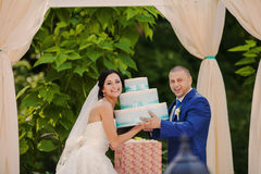 Happy Wedding couple holding gifts.  Royalty Free Stock Image