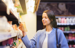 Happy woman choosing and buying food in market Stock Photography