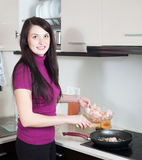 Happy woman cooking prawns Royalty Free Stock Images