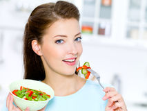 Happy woman eat vegetable salad Royalty Free Stock Photography