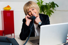 Happy woman enjoying her conversation Royalty Free Stock Photography
