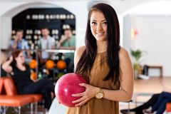 Happy Woman Holding Bowling Ball in Club Royalty Free Stock Photos