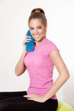 Happy woman holding a drink during workout Royalty Free Stock Photos