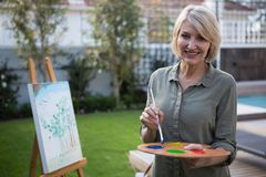 Free Happy Woman Holding Palette And Paintbrush Stock Photos - 103596473