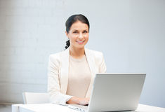 Happy woman with laptop computer Royalty Free Stock Photos