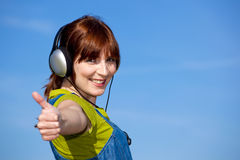 Happy woman listen music Royalty Free Stock Photos