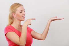 Happy woman pointing on right side Royalty Free Stock Photos