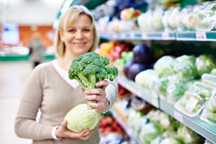 Happy woman showing broccoli Royalty Free Stock Photos