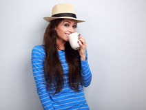Happy woman in straw hat drinking coffee with fun emotional face Royalty Free Stock Photos