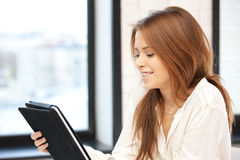 Happy woman with tablet pc computer Royalty Free Stock Photos