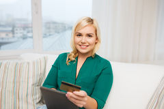 Happy woman with tablet pc and credit card Royalty Free Stock Images