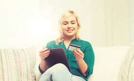 Happy woman with tablet pc and credit card Royalty Free Stock Photography
