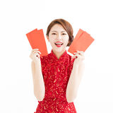 Happy woman wear cheongsam and showing Red envelopes Stock Photos