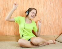 Happy women listening music in headphones Royalty Free Stock Photos
