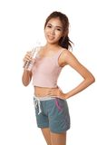 Happy Workout Asian girl with bottle of water Royalty Free Stock Photography