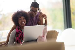 African american couple shopping online Royalty Free Stock Images