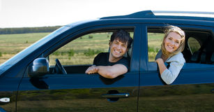 Happy young couple in the car Royalty Free Stock Images