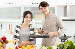 Young Couple cooking in the kitchen Royalty Free Stock Photos