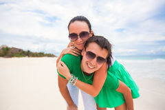 Happy young couple on exotic beach looking at Royalty Free Stock Images