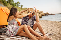 Happy young couple having fun camping at the beach Royalty Free Stock Images