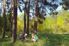 Happy young couple hiking at autumn Royalty Free Stock Photography
