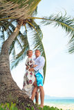 Happy young couple hugging on the beach Royalty Free Stock Photos