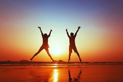 Happy young couple jumping Royalty Free Stock Images