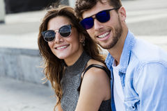 Happy young couple in love in the city Photo libre de droits