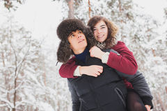 Happy Young Couple in Winter Park having fun Royalty Free Stock Photos