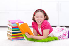 Happy young girl reading Royalty Free Stock Photos