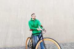 Happy young hipster man with fixed gear bike Royalty Free Stock Photos