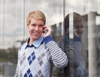 Happy young man with cellphone Royalty Free Stock Photography