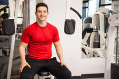 Happy young man exercising at the gym Royalty Free Stock Photos
