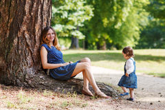 Happy young mother and adorable toddler girl walking through sum Royalty Free Stock Photos
