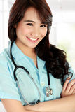 Happy young nurse with arms crossed Royalty Free Stock Photography