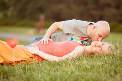 Happy and young pregnant couple Royalty Free Stock Image