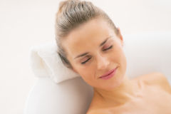 Happy young woman relaxing in bathtub Royalty Free Stock Photos