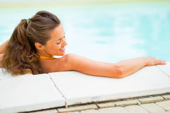 Happy young woman relaxing in swimming pool Stock Photography