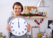 Happy young woman showing clock in christmas Royalty Free Stock Photos