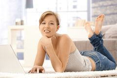 Happy young woman using laptop Royalty Free Stock Photos