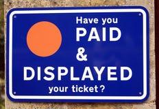 Har du betalt & visade din biljett? tecken arkivfoto